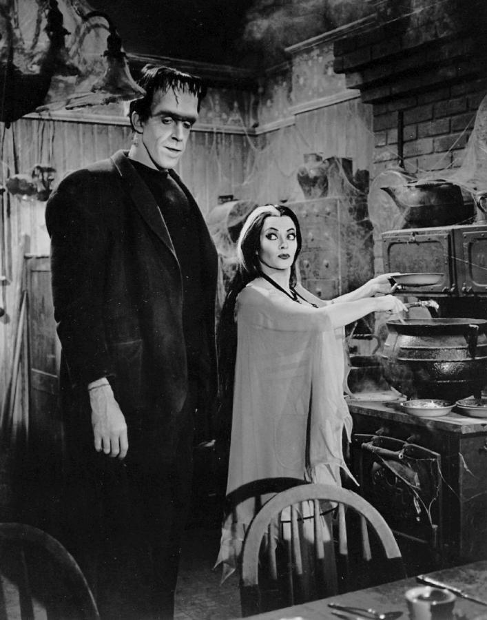 Yvonne DeCarlo and Fred Gwynne