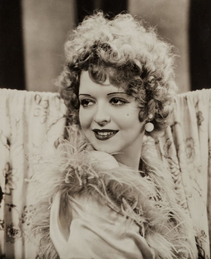 Clara Bow, Hoopla