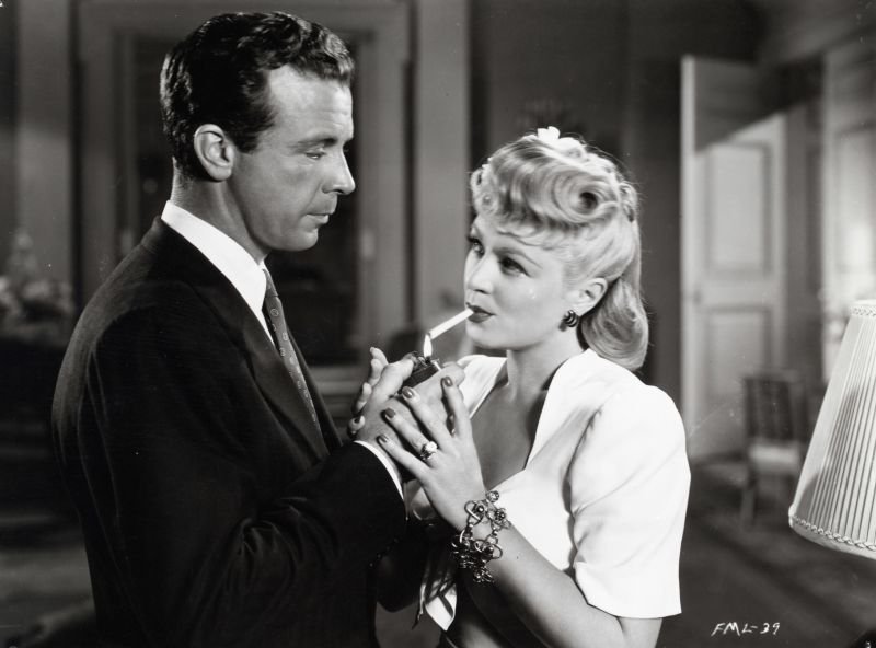 Claire Trevor and Dick Powell in Murder, My Sweet