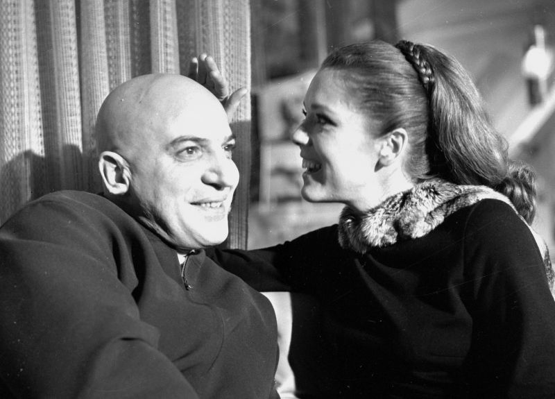 Diana Rigg and Telly Savalas, Behind the Scenes of On Her Majesty's Secret Service